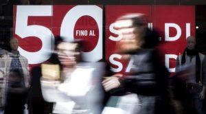 Shopping compulsivo di una signora di Pavia: il giudice le toglie carta di credito e soldi