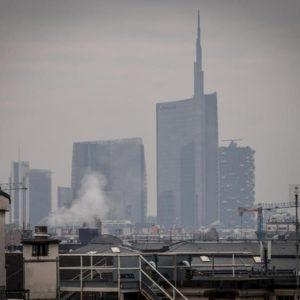 Smog al Nord. Domenica 2 febbraio senza auto a Milano. Dal 28 gennaio traffico limitato nella Pianura padana