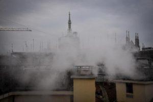 Smog. A Milano, Torino e Frosinone l'aria più irrespirabile. Blocchi traffico? Un palliativo