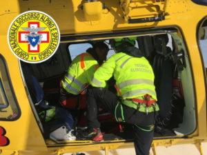 Alpi Apuane, alpinisti precipitano dalla parete: morti due giovani