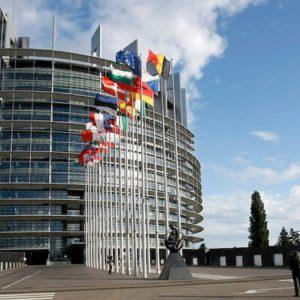 Strasburgo, uomo si dà fuoco davanti alla sede del Parlamento europeo