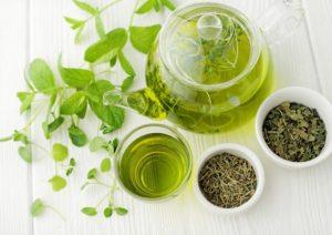 Il tè allunga la vita: berlo almeno tre volte alla settimana abbassa il rischio di infarto e ictus