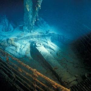 Titanic collisione: sottomarito di turisti urta il relitto negli abissi