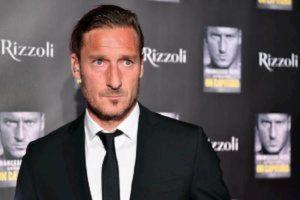 """Totti gol su punizione """"alla Roberto Carlos"""" VIDEO"""