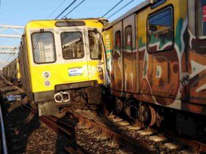Napoli, scontro tra treni nella metropolitana: due feriti gravi
