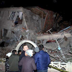 Terremoto in Turchia: scossa di magnitudo 6,7 vicino ad Elazig. Ci sono vittime