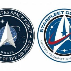 """Trump annuncia il logo della Us Space Force. Ma per il web """"è uguale"""" a quello di Star Trek"""