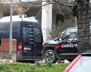 Valenza, maestra d'asilo uccisa in casa: rotta la videocamera sulla strada, si cercano indizi nei telefoni