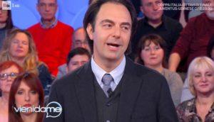 "Vieni da Me, Neri Marcorè: ""Iniziai cantando i Bee Gees"""