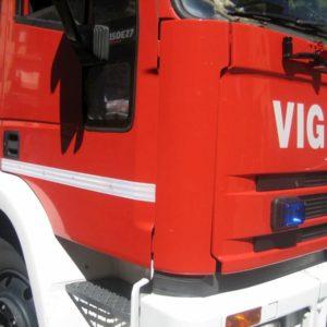 Roma, smottamento a Castel Giubileo: 11 persone bloccate dal fango nel loro condominio