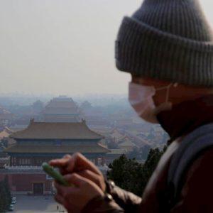 Coronavirus, terzo caso confermato in Francia. Falso allarme a Parma. In Cina 26 vittime e 897 contagi