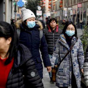 Coronavirus, cresce la paura: mascherine a ruba a Roma e Milano