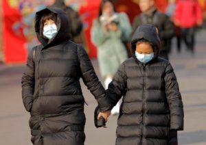 Coronavirus Cina, 14 giorni di incubazione. Isolate altre città, ma l'unico laboratorio antivirus è a Wuhan