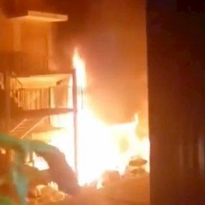 Napoli, incendio al deposito del Coin al Vomero