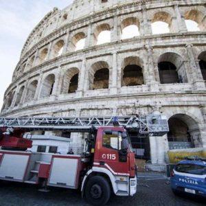 Roma, voragine vicino al Colosseo. Sgomberate 60 persone da un palazzo