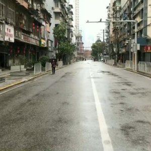 Coronavirus psicosi a Wuhan: nessuno soccorre anziano colpito da infarto