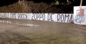 """""""Zaniolo come Rocca, zoppo de Roma"""": lo striscione dei tifosi della Lazio. La figlia dell'ex terzino: """"Mi fate schifo"""""""
