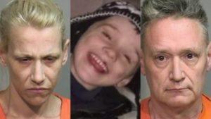 """Uccidono il figlio di 5 anni perché """"aveva sporcato le mutandine"""". Cadavere seppellito e avvolto in un telo di plastica"""