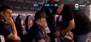 """Maradona nella bufera, sui social: """"Si droga in panchina"""""""
