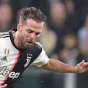 Juventus-Brescia, infortunio Pjanic: entra in campo e va ko dopo sette minuti