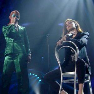 Sanremo, Achille Lauro si presenta vestito da David Bowie e canta Mia Martini