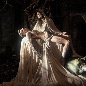 Achille Lauro, l'ultimo travestimento è la Pietà di Michelangelo: lui è Gesù, Elena D'Amario è la Madonna