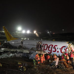 Istanbul, disastro aereo Pegasus Airline: un morto e 157 feriti