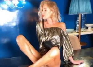 Alessia Marcuzzi, su Instagram FOTO in minigonna e gambe incrociate
