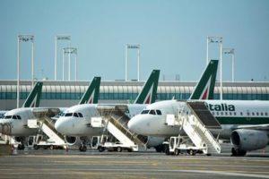 Sciopero aereo martedì 25 febbraio: Alitalia cancella 350 voli
