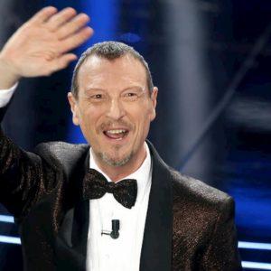Sanremo 2020, gaffe di Amadeus: confonde il Festival con il Festivalbar