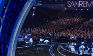 Sanremo 2020, Amadeus ricorda le vittime dell'incidente di Livraga
