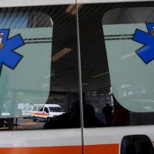 Fiumicino, incidente stradale: muore 25enne, l'auto finisce contro un palo