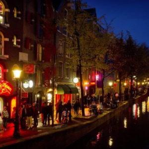 Amsterdam, quartiere a luci rosse via dal centro storico