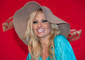 Pamela Anderson e Jon Peters si separano: dopo 12 giorni finisce anche il quinto matrimonio