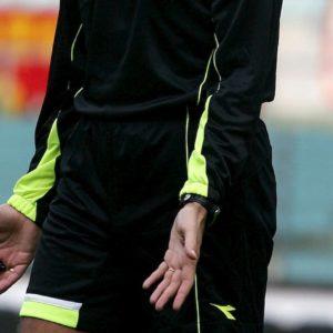 Arbitro punito col Daspo dopo una testata ad un calciatore: è la prima volta in Italia