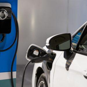 Auto ibride ed elettriche, bonus scatta con meno emissioni