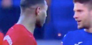 Bayern, tifosi offendono presidente Hoffenheim: partita sospesa. Gara riprende ma calciatori rinunciano a giocare
