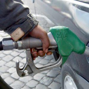 Benzina, in arrivo calo di 0,5-0,7 cent al litro. E' l'effetto coronavirus