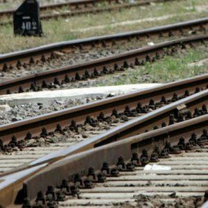 Carpi (Modena), selfie e video mentre lanciavano sassi contro i treni: tre minorenni nei guai