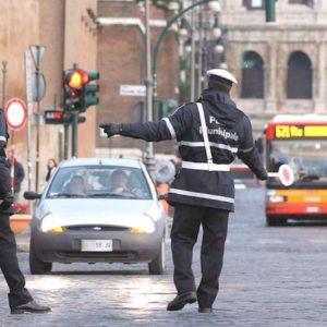 Roma, blocco auto anticipato al 1 marzo causa referendum. Ma ci sono le suppletive, già a rischio per il coronavirus