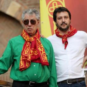"""Lega, Bossi a Salvini: """"Basta nazionalismo"""". E il Capitano lo rottama"""