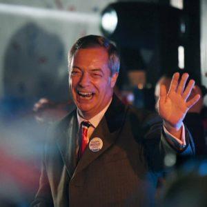 """Il Regno Unito è fuori dall'Ue, festa in piazza sulle note di """"God Save the Queen"""" VIDEO"""