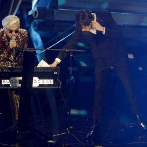Bugo e Morgan esclusi dalla finale Sanremo 2020. Amadeus per strada, poi sms di scuse...