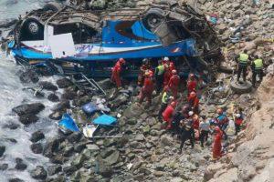 El Salvador, bus precipita in un burrone profondo 50 metri: 11 morti