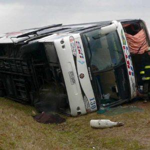 India, autobus si schianta contro camion in autostrada: 19 vittime