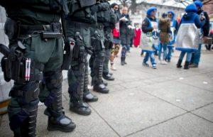 Germania, auto contro il corteo di Carnevale: 15 feriti, anche bambini
