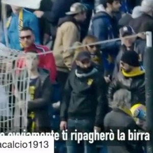 """Parma, Cornelius si scusa con il tifoso: """"Ti ho fatto cadere la birra con una pallonata, te la ripagherò"""""""