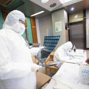 Coronavirus, morti 6 medici in Cina: costretti a lavorare senza tute e con i pannoloni