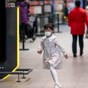 Coronavirus, i bagarini alla Stazione Termini a Roma: mascherine a 10 euro, scorte esaurite in farmacia