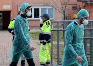 Coronavirus, chi sono le 7 vittime in Italia: tutti anziani e con patologie pregresse